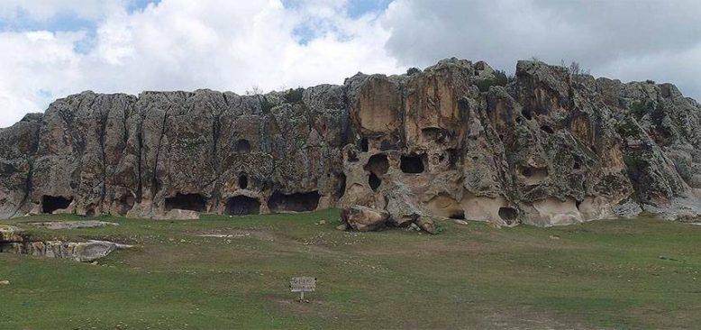 'Frigya'nın kalbi' Ayazini köyündeki mağaralar turistleri cezbediyor