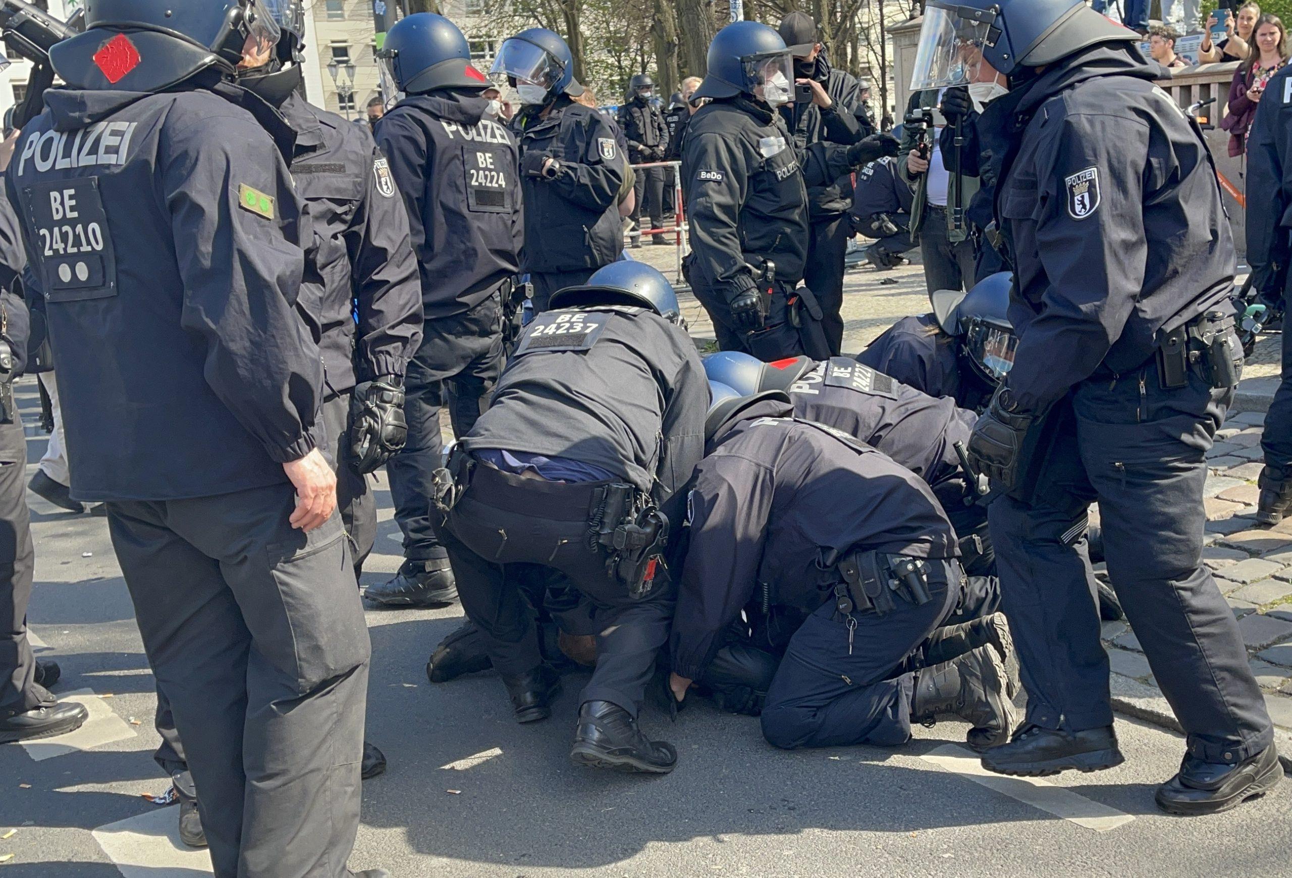 Alman polisten aşırı sağcı teröriste aşk mektupları