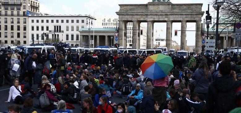 Almanya'nın başkenti Berlin karıştı