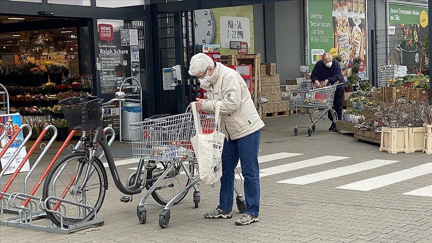 Almanya'da Kovid-19'dan ölenlerin sayısı 77 bini geçti