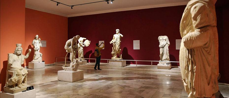 Antalya Müzesi, kıymetli eserleri ve heykelleriyle öne çıkıyor