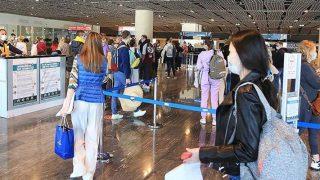 Muğla'da Rus turist taşıyan yolcu uçağı havalimanında 'su takı'yla karşılandı