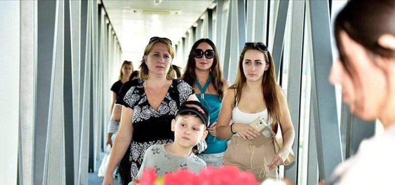 Rus tatilciler, Türkiye'ye yönelik uçuş kısıtlamalarına tepkili