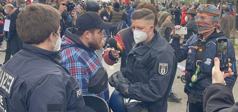 Almanya`da Kovid-19 önlemleri protesto edildi