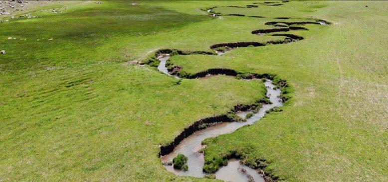 Ağrı'nın volkanik platoları üzerinde oluşan menderesler bölgeye ayrı bir güzellik katıyor