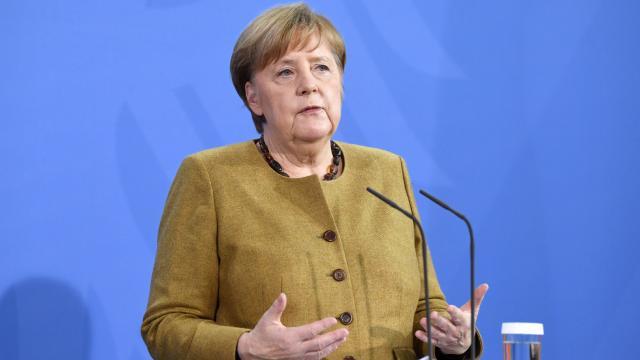 """Merkel, """"dijitalleşme yolculuğuna"""" geç kalmamak için uyardı"""