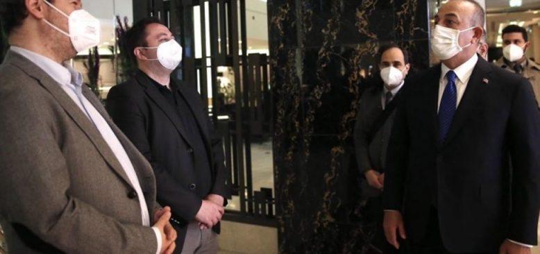 Çavuşoğlu AA muhabirlerine geçmiş olsun dileğinde bulundu