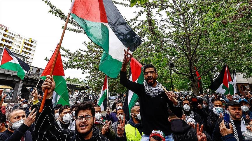 Berlin'de binlerce kişi İsrail'i protesto etti