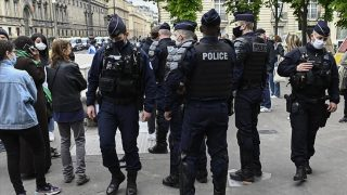 Fransa, ülkede Filistin'e destek gösterilerine izin vermiyor