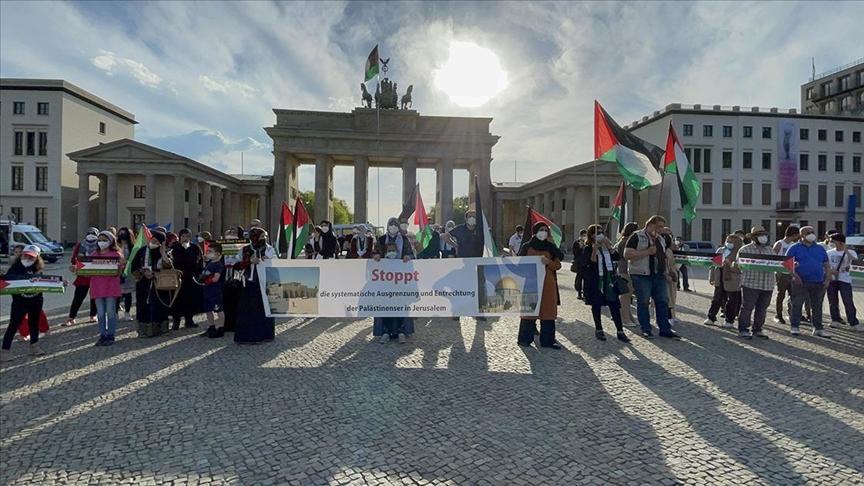 İsrail'in Filistinlilere yönelik saldırıları Berlin'de protesto edildi