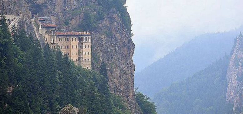 Sümela Manastırı'nın yüzde 35'lik kısmındaki restorasyon çalışmaları devam ediyor