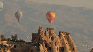 Ukraynalı turistler direkt uçuşla geldikleri Kapadokya'dan hayranlıkla ayrılıyor