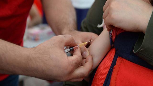 8 aylık bebeğe koronavirüs aşısı yapıldı