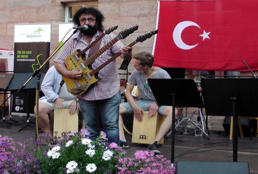 Sanatçı Derdi Yok Ali hayatını kaybetti