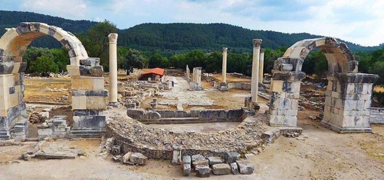 Gladyatörler kentinin şehir kapısı yeniden ayağa kaldırıldı