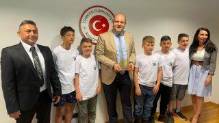 Berlin Başkonsolosu Yücekök Şampiyonları kutladı