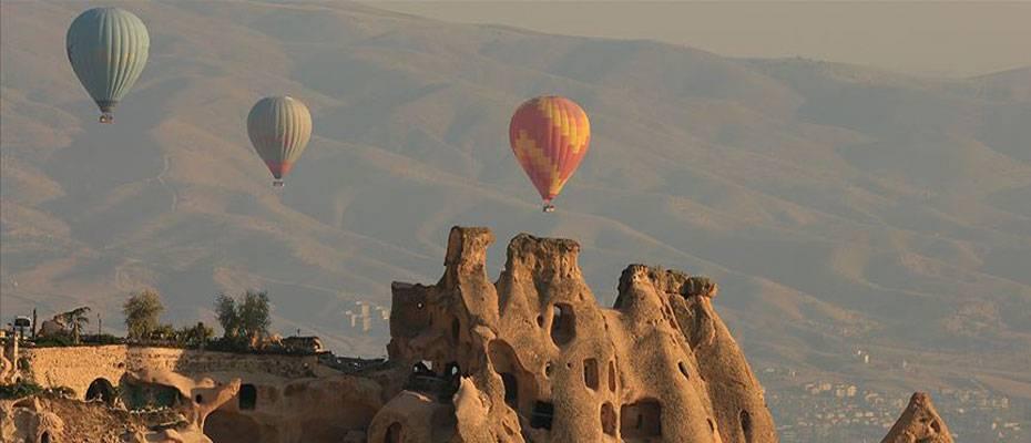Kapadokya'da sıcak hava balonlarının görsel şöleni