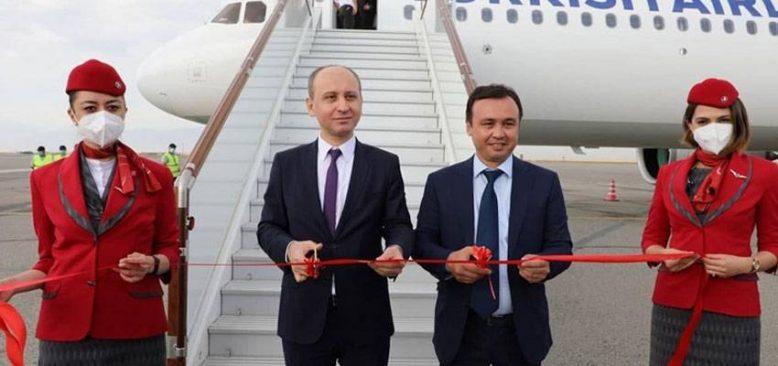 THY'nin ilk tarifeli uçağı Özbekistan'da törenle karşılandı