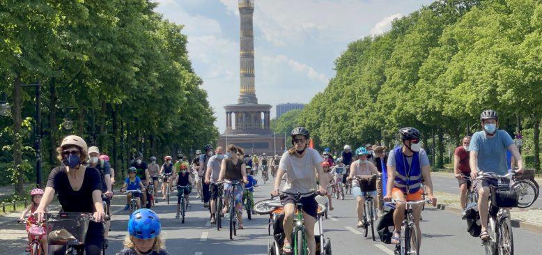 Berlin`de ulaşım ve iklim politikaları protesto edildi