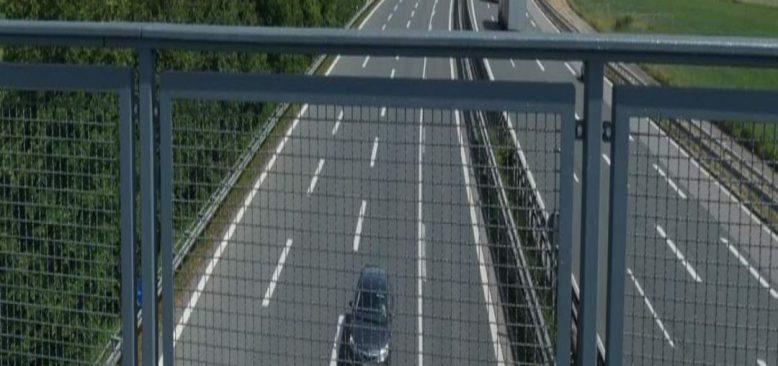 Polis, köprüden taş atanları arıyor