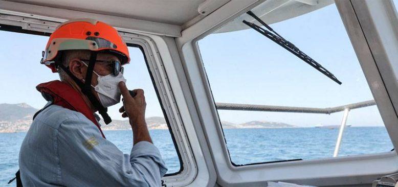 Dev gemileri limanlara güvenle yanaştıran kılavuz kaptanların zorlu mesaisi