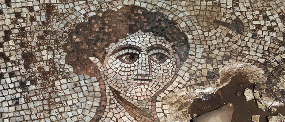 Gaziantep'te evin bahçesinde ortaya çıkan tarihi mozaikler müzeye taşınıyor