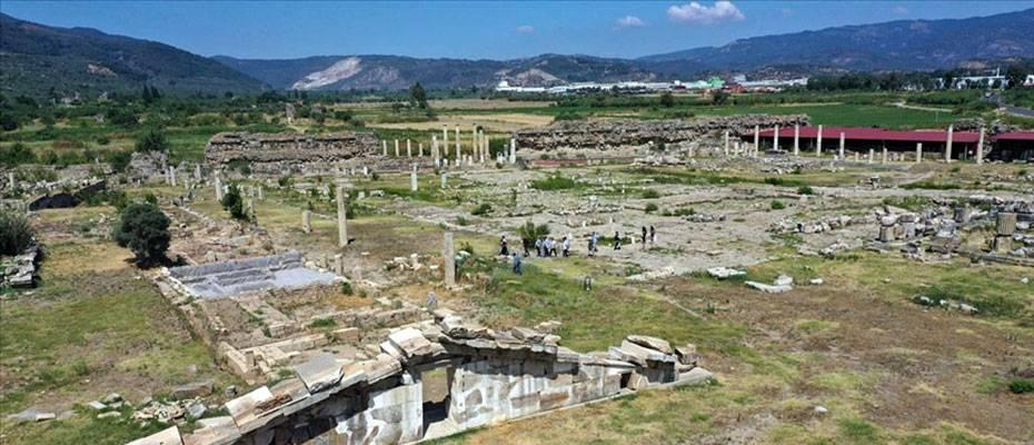 Magnesia Antik Kenti'ndeki kazılarda hedef toprak altındaki Zeus tapınağı