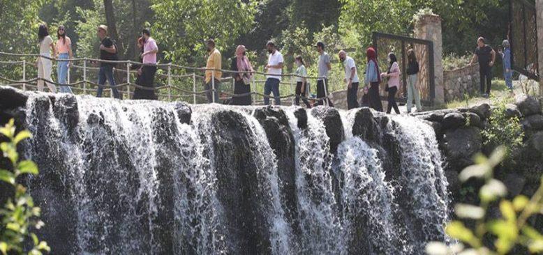 Tatilcilerin gözde mekanı Sapanca'nın nüfusu 3 katına ulaştı