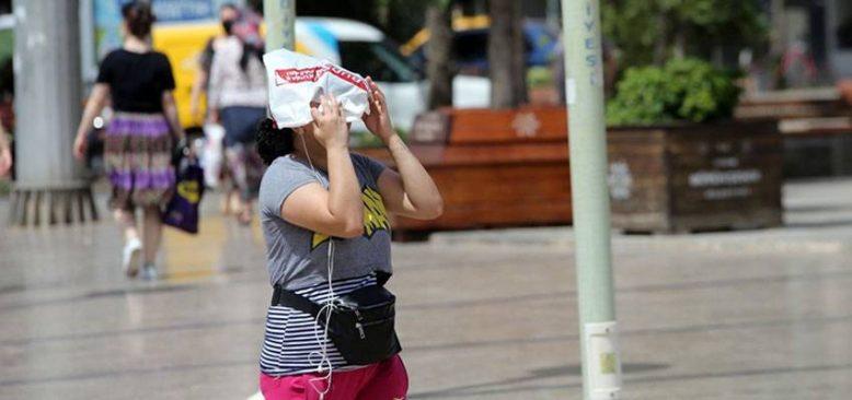 Termometrelerin 40 dereceyi geçtiği Ege'de aşırı sıcak bunaltıyor