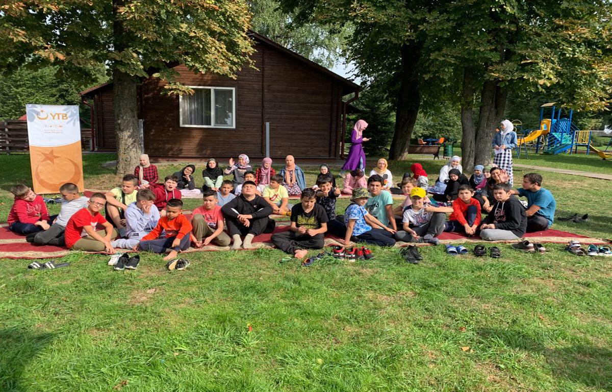 YTB kardeş topluluklardan minik ve gençleri Belarus'da yaz kampında buluşturdu