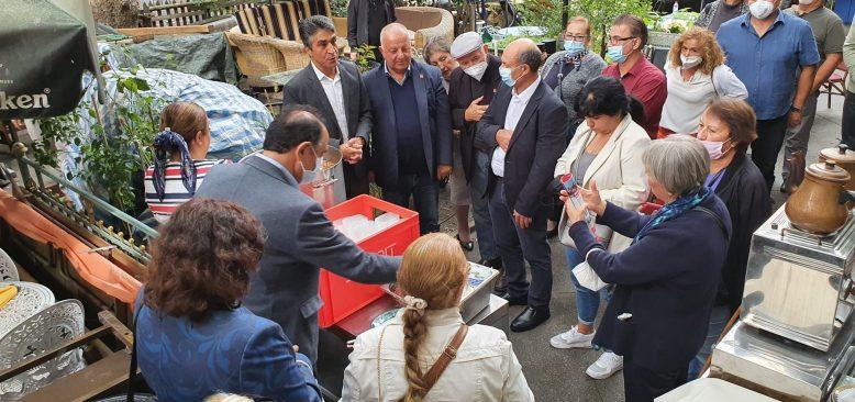 CHP Berlin Birliği Aşure dağıttı