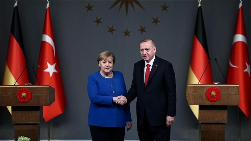 Erdoğan, Merkel ile Afganistan'ı görüştü