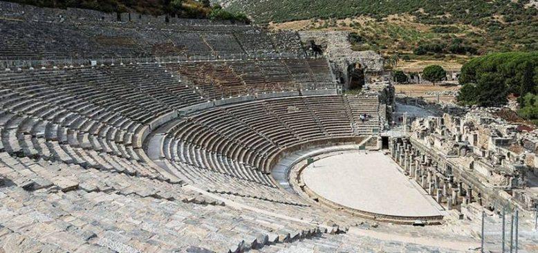 Efes Tiyatrosu 3 yıl aradan sonra sanat için kapılarını aralıyor