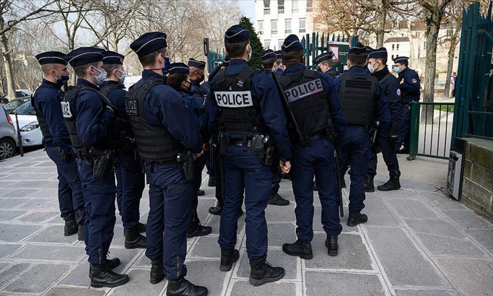 Afgan mültecilerin Paris'ten polis zoruyla çıkarıldığı ileri sürüldü