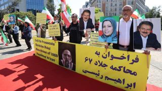 İran Cumhurbaşkanı Reisi, Brüksel'de protesto edildi