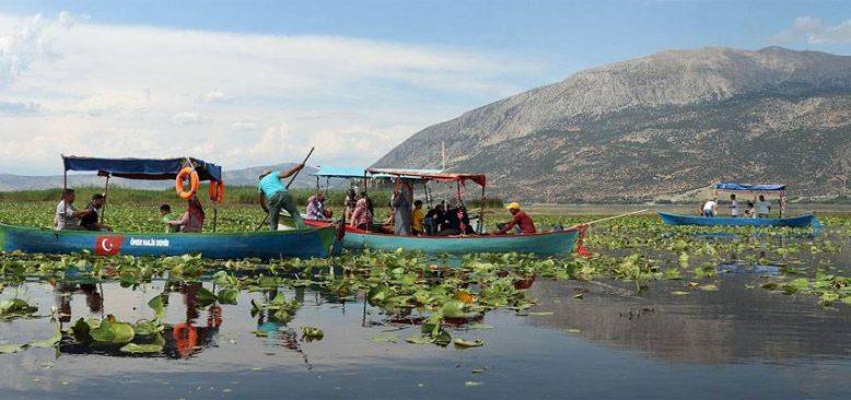 Işıklı Gölü birçok kuş ve ender balık türüne ev sahipliği yapıyor