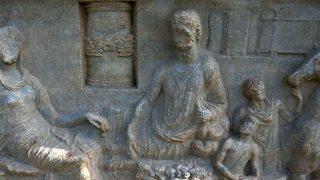 Parion Antik Kenti'nde bulunan 1900 yıllık mezar taşı dönem tarihine ışık tuttu