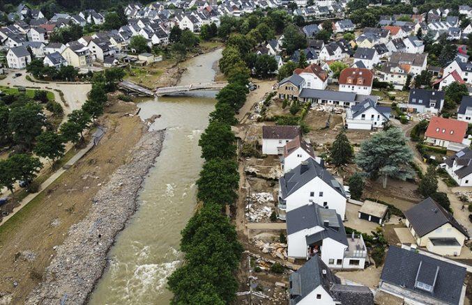 Sel felaketinde zarar gören bölgelerden Merkel'e 'yardım' çağrısı