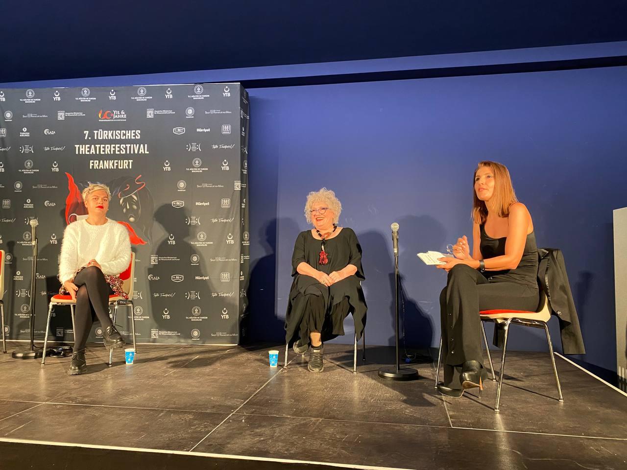 """""""7. Frankfurt Türk Tiyatro Festivali""""nde tiyatro ve dizi oyunculuğunun etkileri konuşuldu"""
