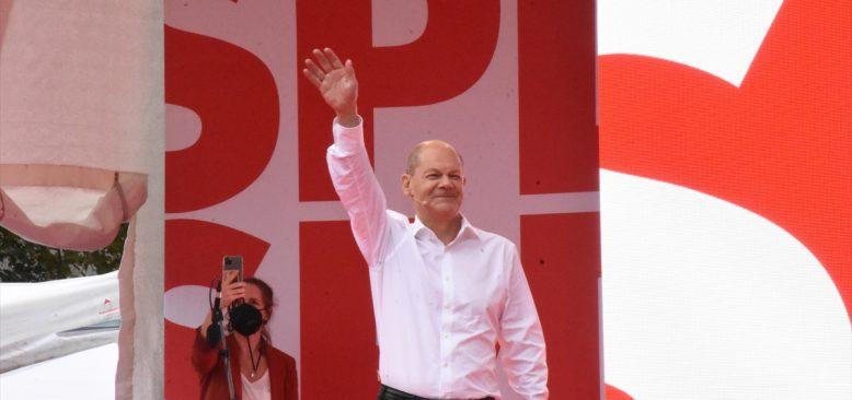 Almanya'nın başbakan adaylarından Olaf Scholz son mitingini Köln'de yaptı