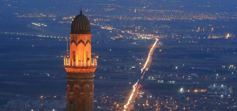 845 yıllık Mardin Ulu Cami'nin duvarındaki Vergi Muafiyet Kitabesi ilgi görüyor