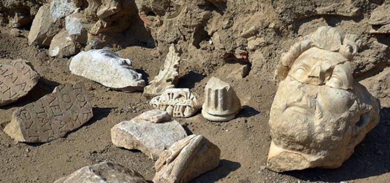 Aydın'daki kazılarda Roma İmparatoru Hadrianus heykelinin parçaları bulundu