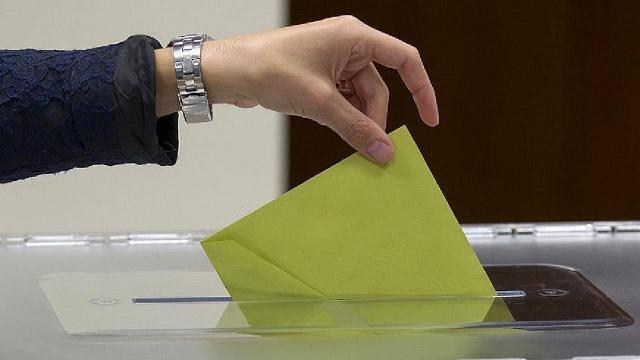 Başörtülü kadının oy kullanmasına izin verilmedi