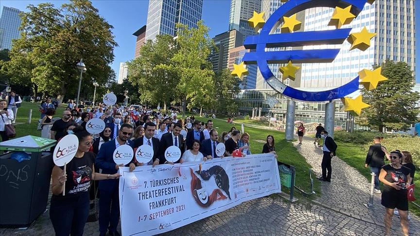 Frankfurt'ta 'Göçün 60'ıncı Yılı Korteji' düzenlendi