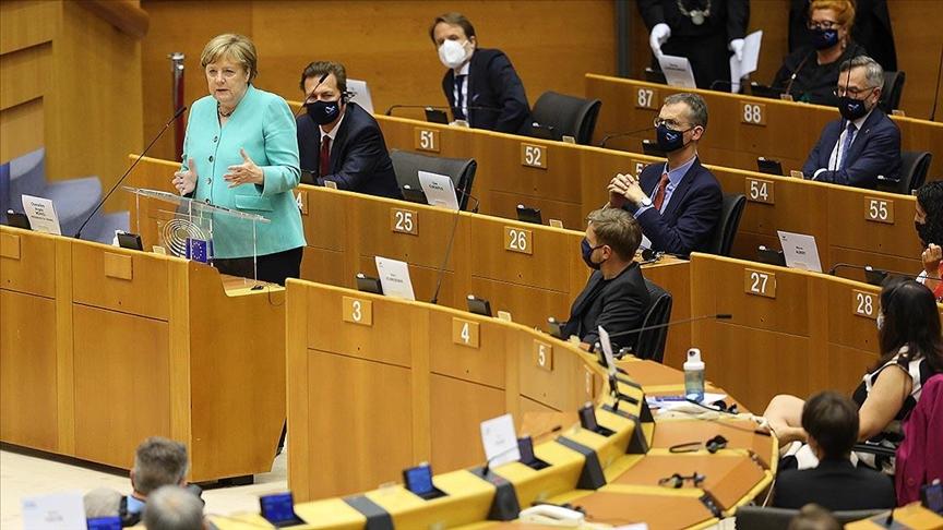 Almanya'da siyasal katılım düşüyor, siyaset dönüşüyor