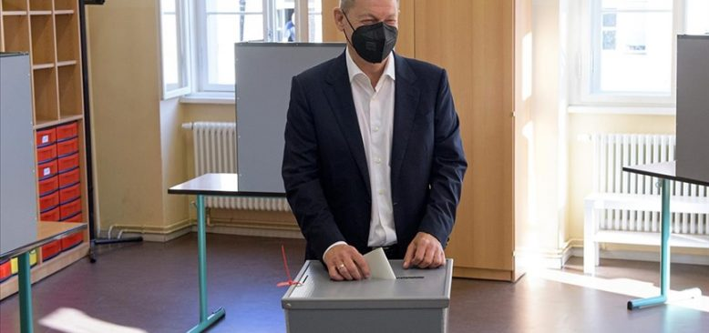 SPD, Yeşilleri ve FDP'yi koalisyon görüşmeleri yapmaya davet etti