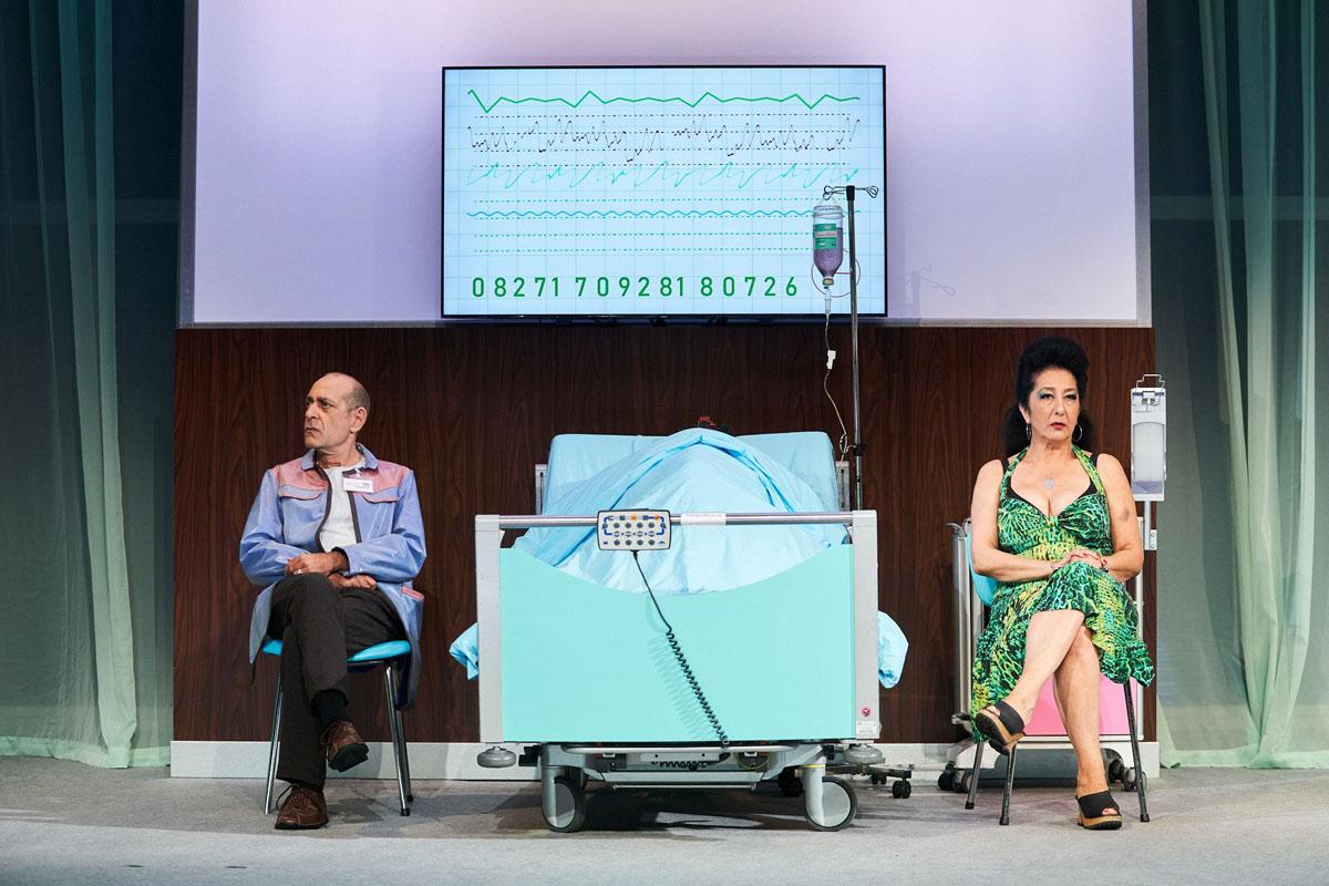 """Nesrin Şamdereli'nin yazdığı oyun """"Träum weiter"""" için indirimli bilet"""
