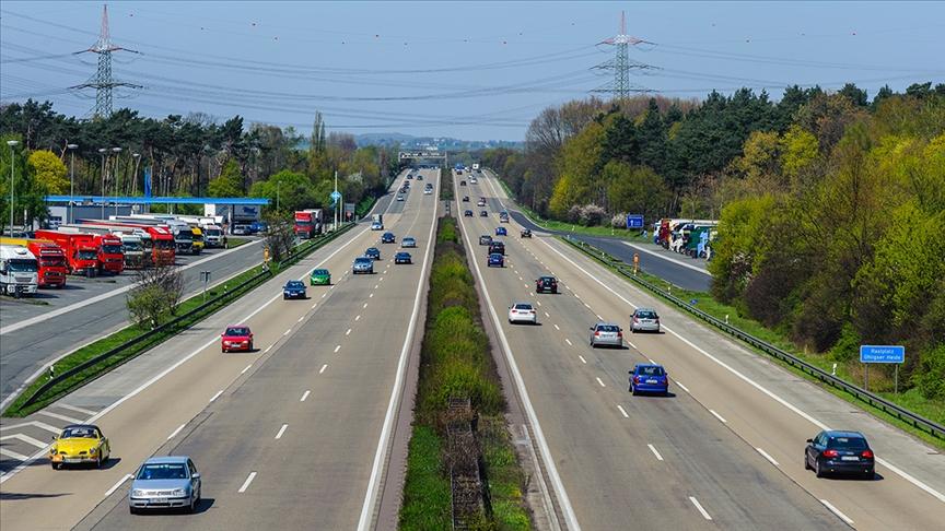"""Çevre örgütleri """"iklim"""" için otomobil şirketlerine dava açmaya hazırlanıyor"""