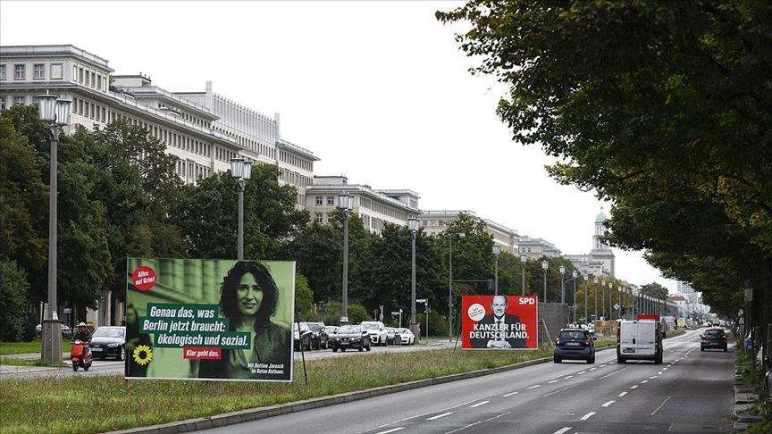 Almanya Merkel sonrası dönemi belirlemek için sandık başına gidiyor