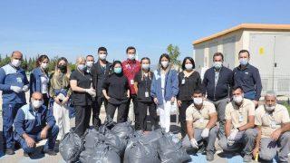 Hastane bahçesini hep birlikte temizlediler